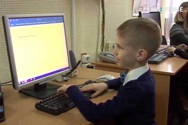Як люди з вадами зору та тотально незрячі вчаться користуватися комп`ютером (Відео)