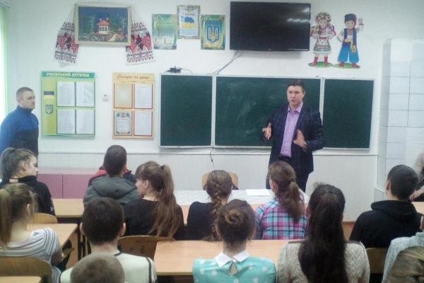 На Рівненщині прокурори провели відкритий урок для школярів