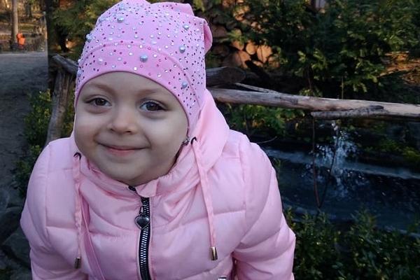 Маленька жителька Рівненщини потребує негайної допомоги!