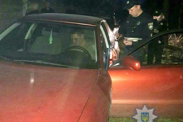 У Рівному п'яний водій, тікаючи від поліції, чотири рази проїхав на «червоний» (Фото)