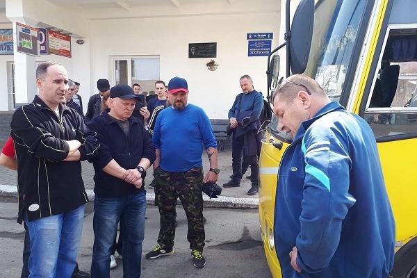 На Рівненщині учасники АТО вчили водія маршрутки ввічливості