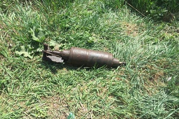 На Рівненщині дорожники виявили вибухівку (Фото)