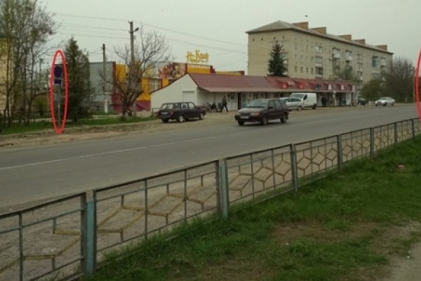 Житель Дубна помітив дивні дорожні знаки (Фото)