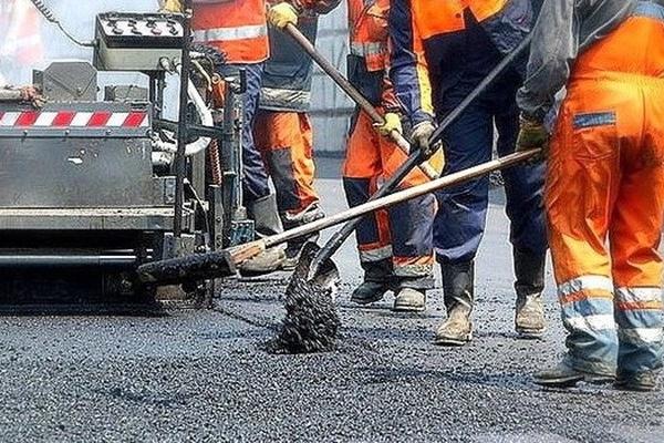 На Рівненщині дорожники відремонтують дороги, якщо для них скинуться на бензин