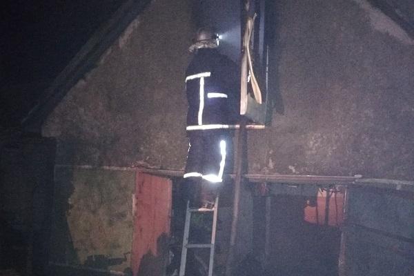 На Рівненщині під час пожежі мало не вибухнули газові балони (Фото)