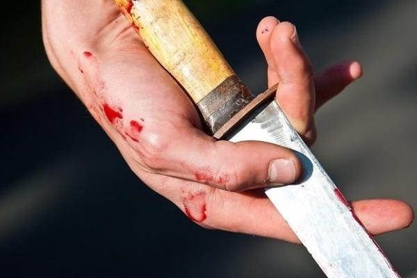 На Рівненщині чоловік вдарив ножем свого товариша під час застілля