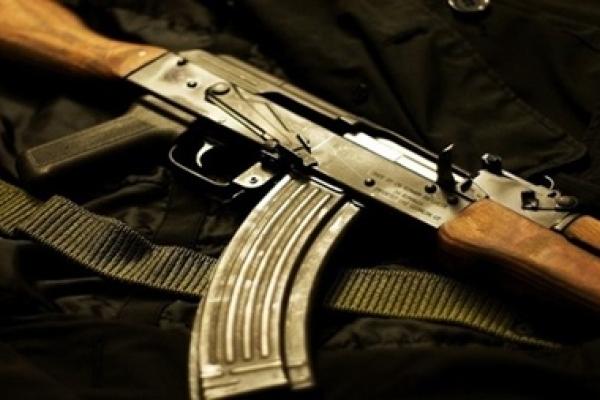 Війна скрізь: у Шпанові стріляли в дитину з автомата Калашникова посеред білого дня