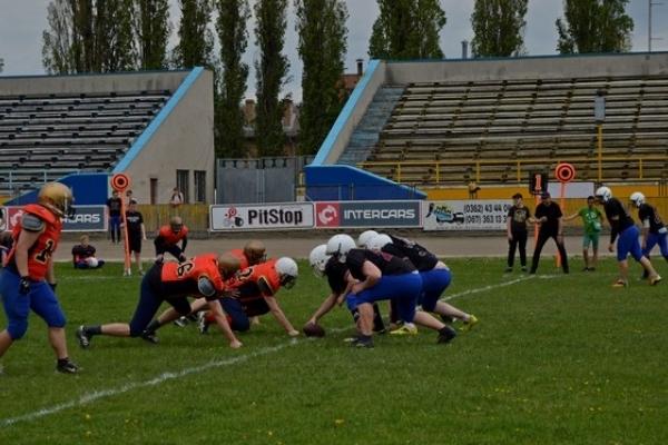 У Рівному команди з американського футболу зіграли товариський матч (Фоторепортаж)
