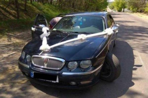 На Володимиреччині потрапило в халепу весільне авто (фото)