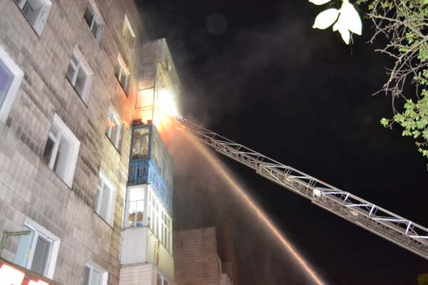 У Рівному горіла багатоповерхівка:  більше 30 людей евакуювали (Відео)
