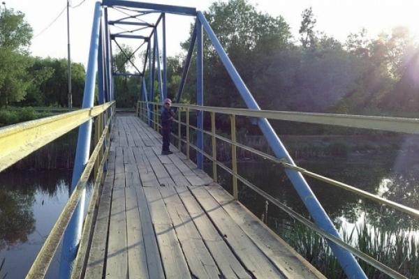 Рівняни бояться провалитися крізь міст та впасти у річку (Фото)