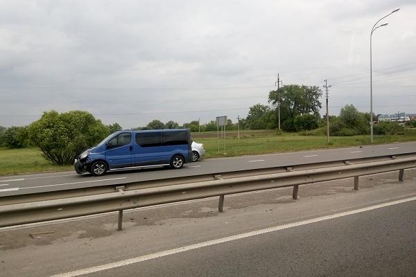 Поблизу Рівного зіткнулися три автівки (Фотофакт)