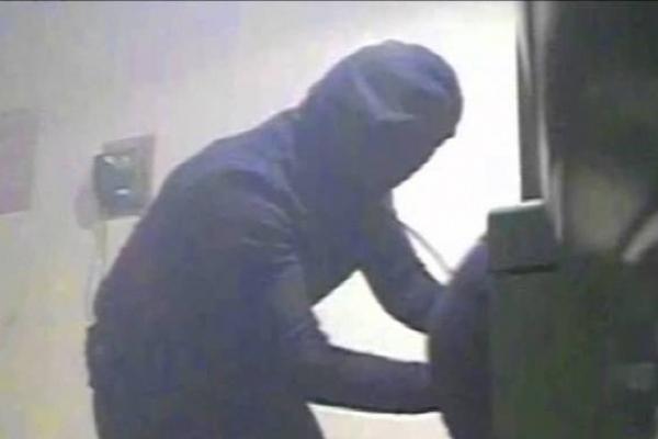 На Дубенщині вже затримали нападників, які намагалися пограбувати банкомат з допомогою болгарки