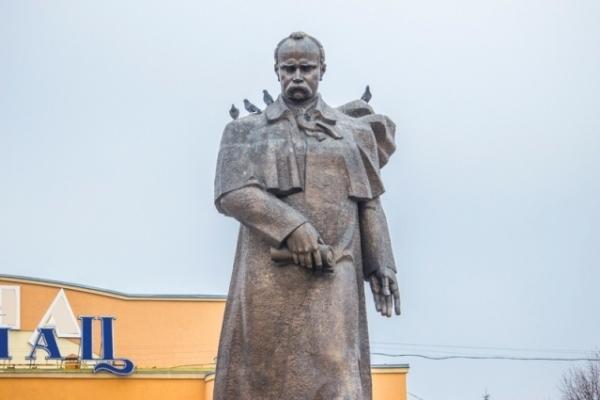 У Рівному поклали квіти до пам'ятника Шевченку