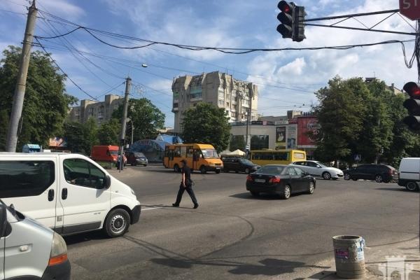 У Рівному на перехресті збили дівчинку: водій втік (Фото)