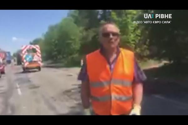 На Рівненщині шляховик розбив смартфон активіста, за це вимагали його звільнення (Відео)
