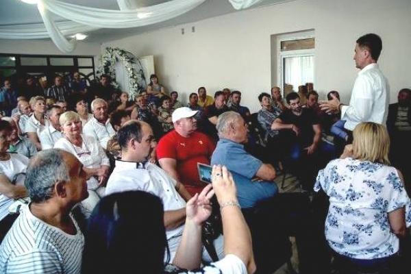 Валентин Наливайченко захищає людей на Закарпатті