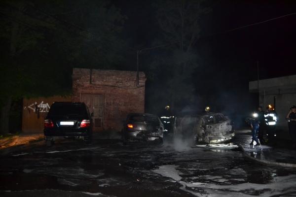 Рівненські рятувальники розповіли, як гасили автівки (Фото)