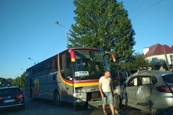 ДТП у мікрорайоні Тинне поблизу Рівного: травмувалося четверо людей