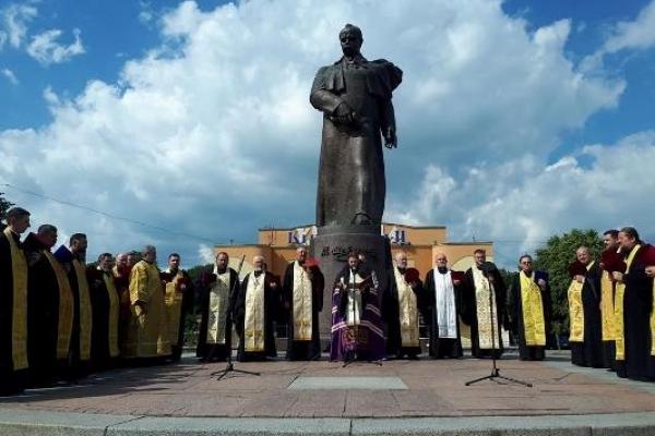У Рівному моляться за єдину помісну церкву в Україні!