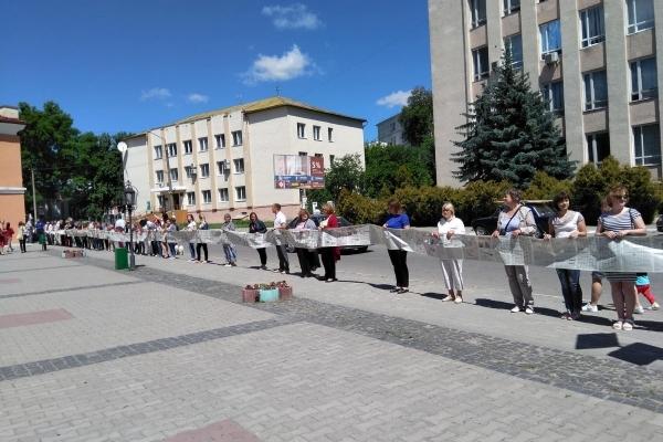 В Острозі встановили рекорд України - там створили найдовшу газету