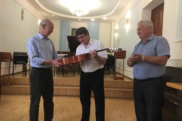Рівненській музичній школі подарували нові інструменти (Фото)