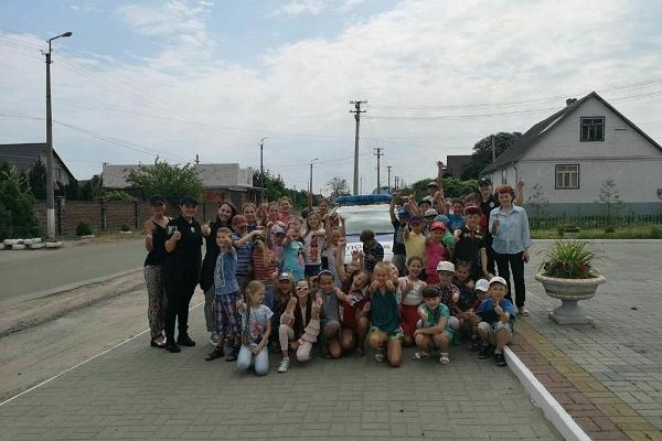 На Рівненщині патрульні розважали школярів (Фото)