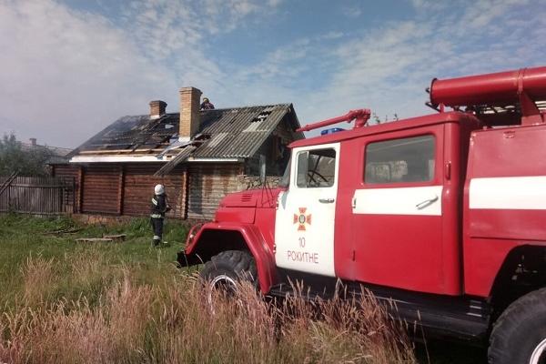 Вогнеборці на Рівненщині ліквідували пожежу у господарчій будівлі (Фото)