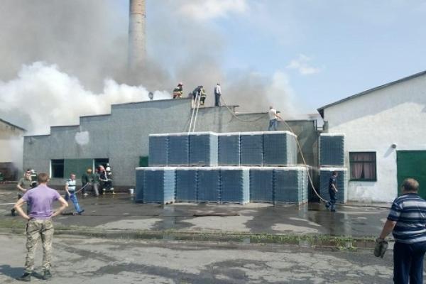 На Рівненщині палає завод (Оперативна інформація, Фото)