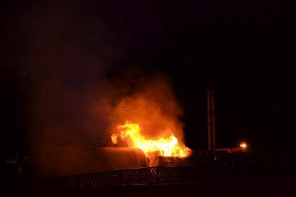 Поблизу залізничної станції «Рівне» сталася пожежа - горів потяг (Фото, відео)