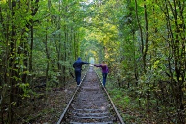 Про західноукраїнське диво – Тунель кохання, що у Клевані  BBC News зробили сюжет для південно-східної Азії
