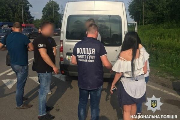 Двох жительок Рівненщини ледь не вивезли за кордон для сексуальної експлуатації (Фото)