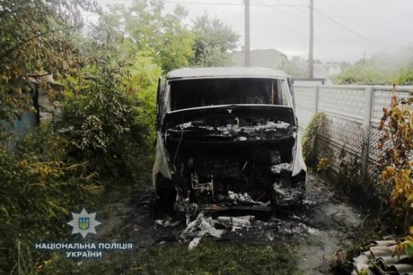 На Рівненщині згорів мікроавтобус (Фото)