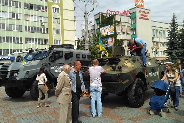 Спецтехніка та автомати: у Рівному відзначають День Національної поліції України (Фото)