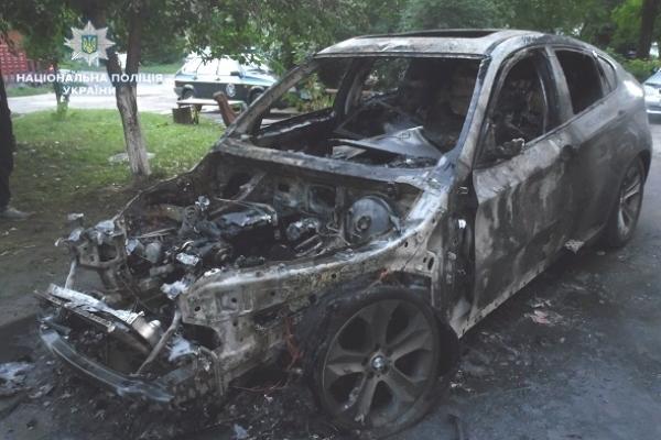 На Рівненщині уночі згоріло два автомобілі