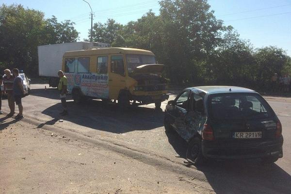 У Рівному в аварію потрапила маршрутка (Фото)