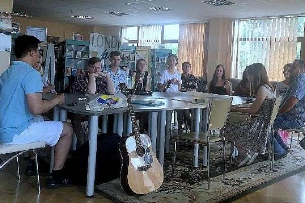 У Рівненській бібліотеці англійську вивчають, співаючи