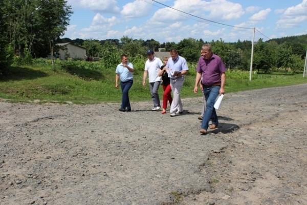 На Рівненщині продовжують ремонтувати державні та місцеві дороги