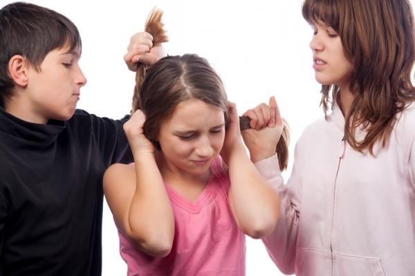 За булінг або цькування дітей у школі штрафуватимуть і батьків, і вчителів