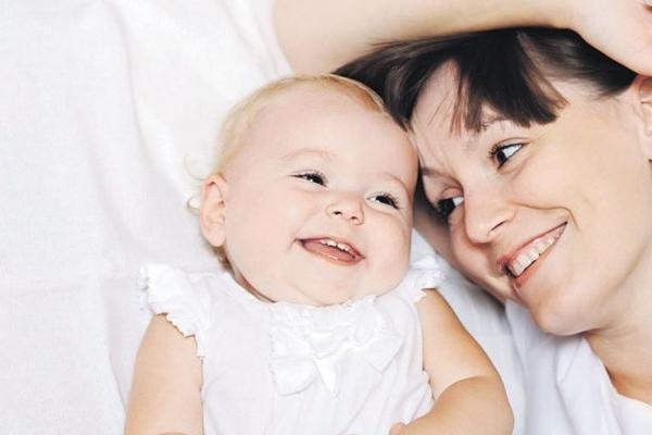 Рівнянам на замітку: чи має право роботодавець жінку у відпустці по догляду за дитиною переводити на іншу посаду?