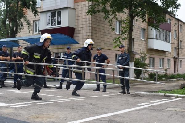 Серед рівненських рятувальників провели конкурс (Фото)