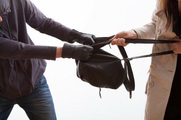 У Володимирці грабіжник напав на дівчину
