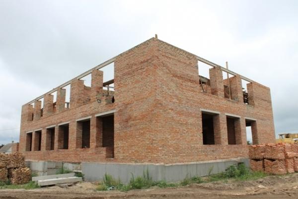 На Рівненщині продовжують будувати дитсадок (Фото)