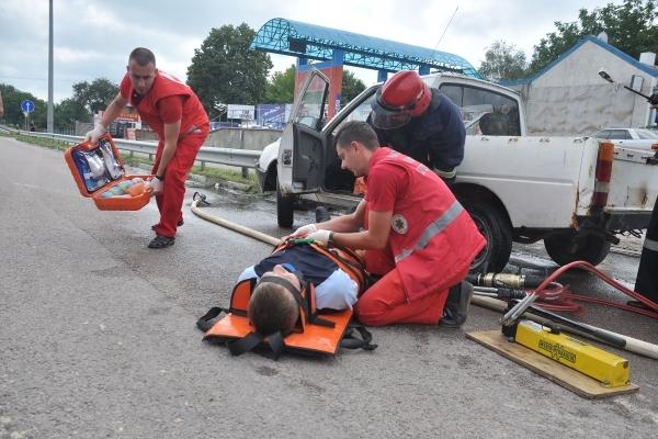 Гощанські рятувальники відпрацювали алгоритм дій по ліквідації ДТП (Фото)