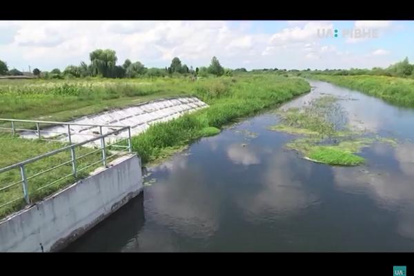 У водойму на Рівненщині зливають нечистоти