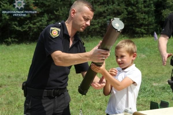 Поліцейські Рівненщини завітали у дитячий табір «Сигнал»