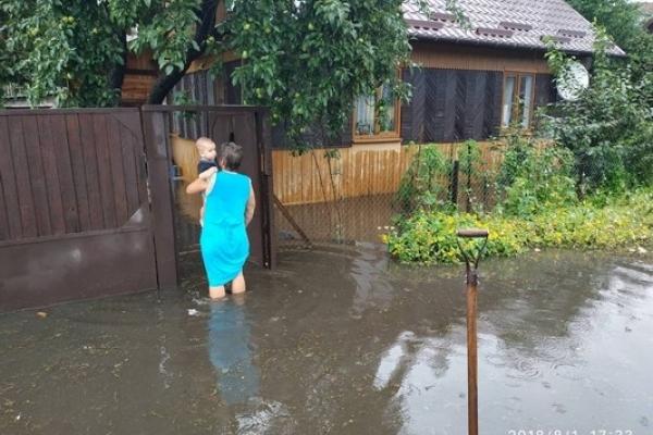 На Рівненщині по коліна затопило приватні господарства (Фото)