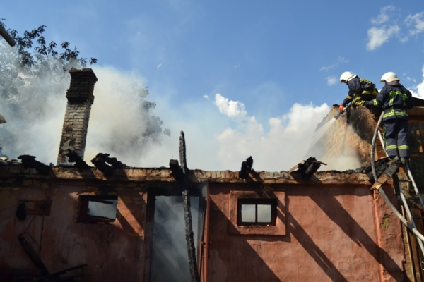 В Обарові горіла господарська будівля