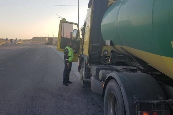 Рівненська поліція розпочала перевірку вантажівок (Фото)