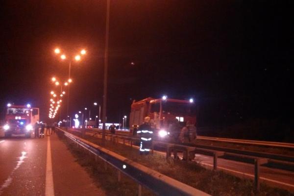 Рівненські рятувальники перекрили клапан в автоцистрені, яка перевозила хімічну речовину (Фото)